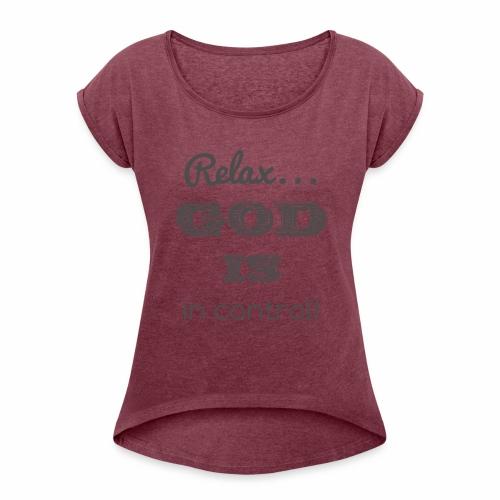 Relax God is in control - Frauen T-Shirt mit gerollten Ärmeln