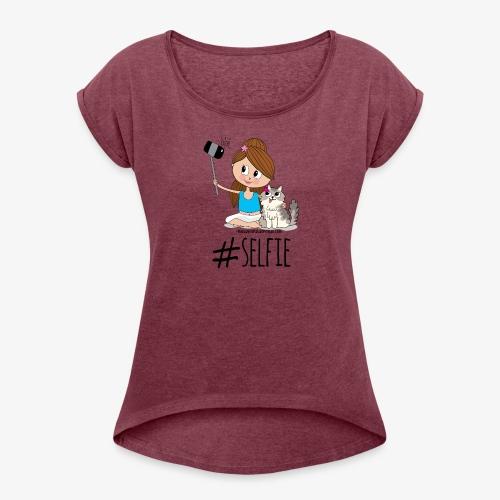Chica y gato haciéndose foto - Camiseta con manga enrollada mujer