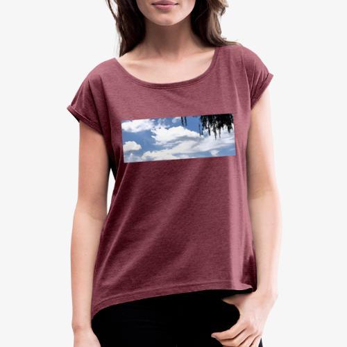 Wolkenlandschaft - Frauen T-Shirt mit gerollten Ärmeln