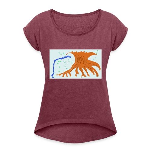 The Snowland Tree - Naisten T-paita, jossa rullatut hihat