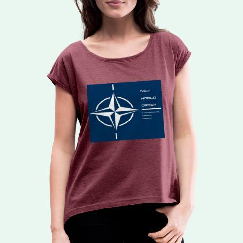 vagnacht nat - Vrouwen T-shirt met opgerolde mouwen