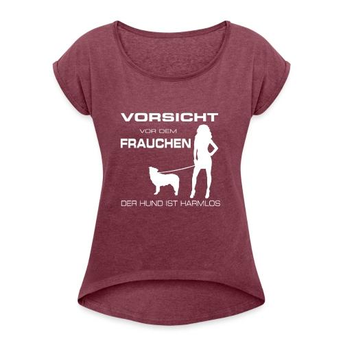 Der Hund ist harmlos - Frauen T-Shirt mit gerollten Ärmeln