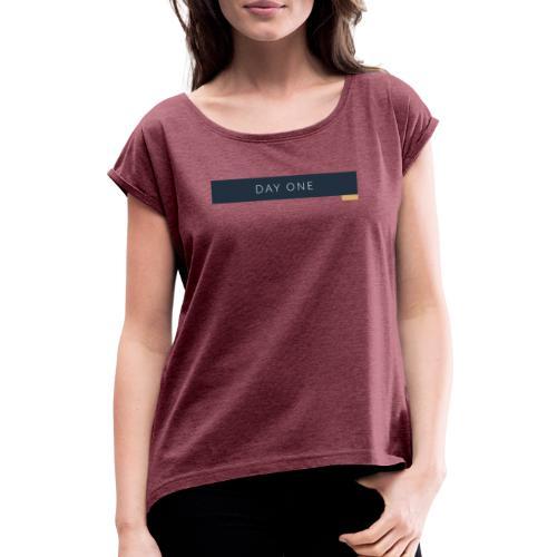 Erster Tag - Frauen T-Shirt mit gerollten Ärmeln