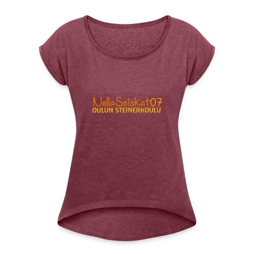 07-oulun-steiner-koulu-logo-merkki - Naisten T-paita, jossa rullatut hihat