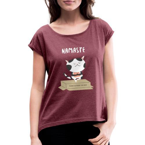 t shirt design template with funny cats doing yoga - Maglietta da donna con risvolti