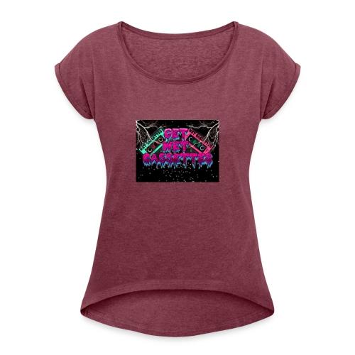 get wet cassettes - Naisten T-paita, jossa rullatut hihat
