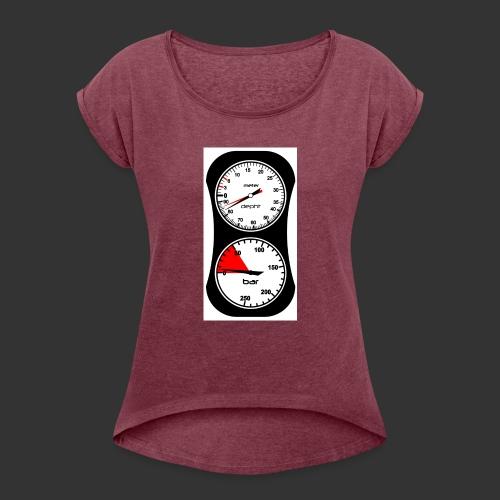 Final Look - Frauen T-Shirt mit gerollten Ärmeln