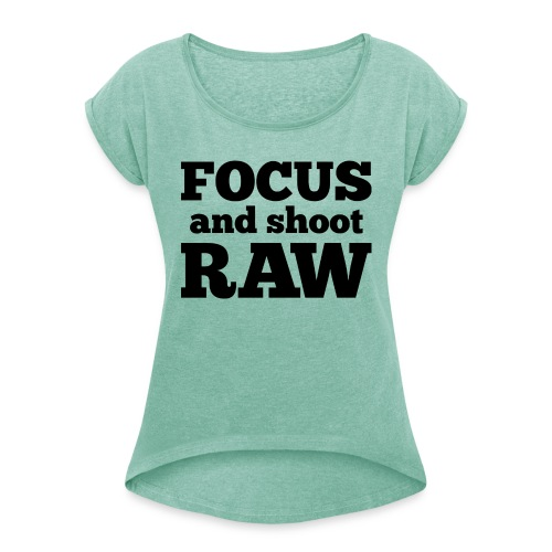 Focus and shoot RAW - Vrouwen T-shirt met opgerolde mouwen