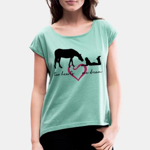 two hearts one dream liegendes Mädchen Pferd - Frauen T-Shirt mit gerollten Ärmeln