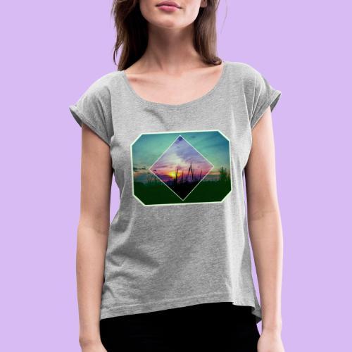 Tramonto in risalto tra figure geometriche - Maglietta da donna con risvolti