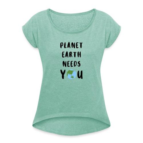Planet earth needs you - Frauen T-Shirt mit gerollten Ärmeln