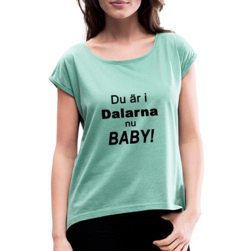 Du är i dalarna nu baby! - T-shirt med upprullade ärmar dam