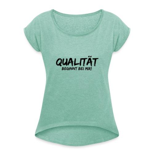 qualität beginnt bei mir black - Frauen T-Shirt mit gerollten Ärmeln