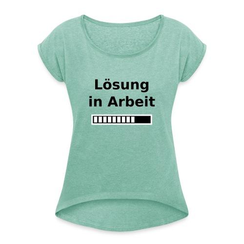 Nur für Admins - Lösung in Arbeit - Frauen T-Shirt mit gerollten Ärmeln