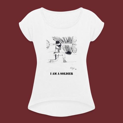 I AM A SOLDIER, by Kristijan Grkic - Frauen T-Shirt mit gerollten Ärmeln
