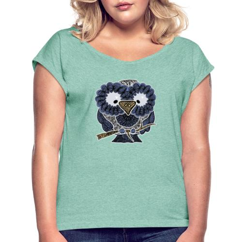 An owl - Women's T-Shirt with rolled up sleeves