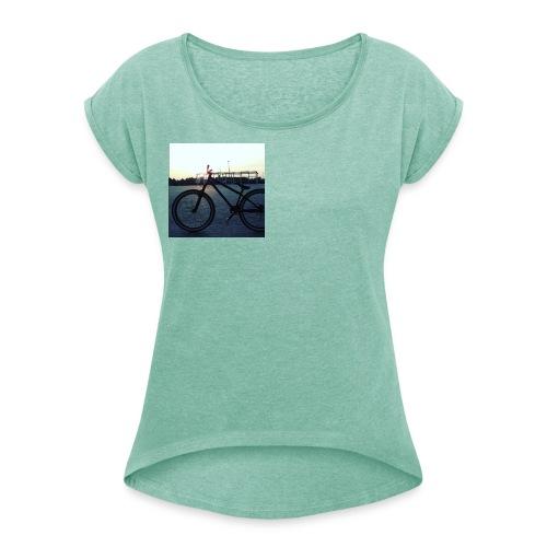 Motyw 2 - Koszulka damska z lekko podwiniętymi rękawami