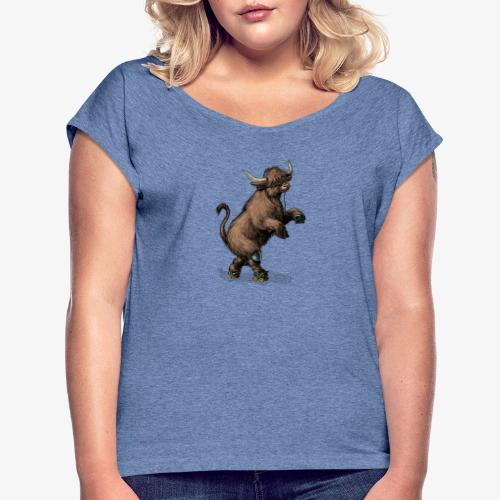 Highland Cow on roller skates - Women's T-Shirt with rolled up sleeves