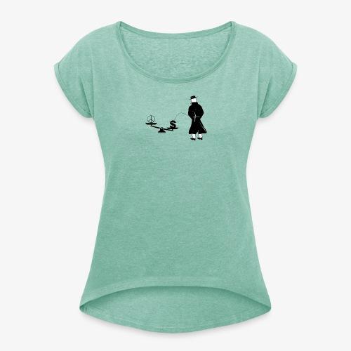 Pissing Man against unfairness - Frauen T-Shirt mit gerollten Ärmeln