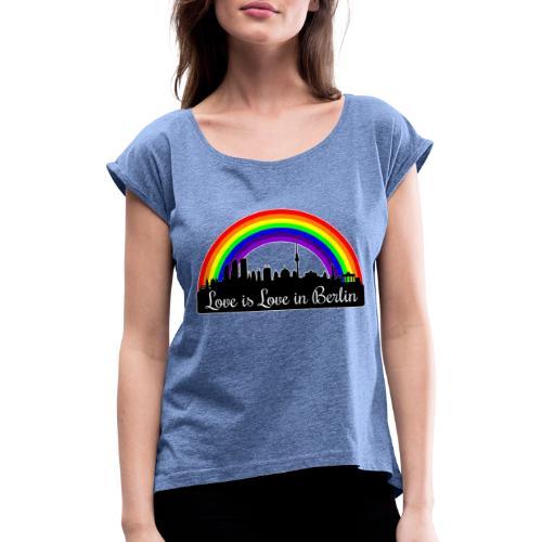 Love is Love in Berlin - Naisten T-paita, jossa rullatut hihat