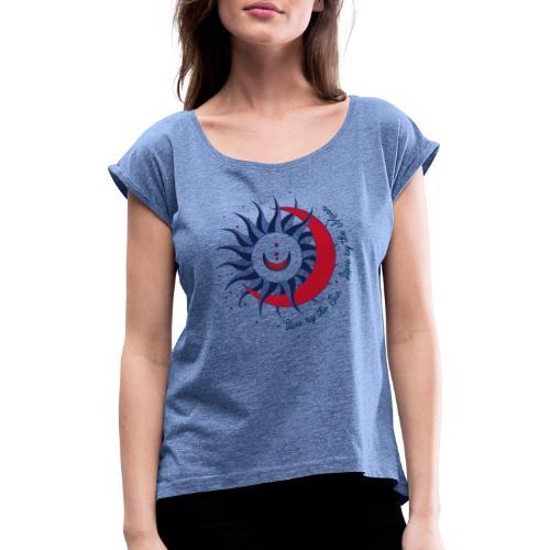 Sonne Mond Design Live by the sun Love by the moon - Frauen T-Shirt mit gerollten Ärmeln
