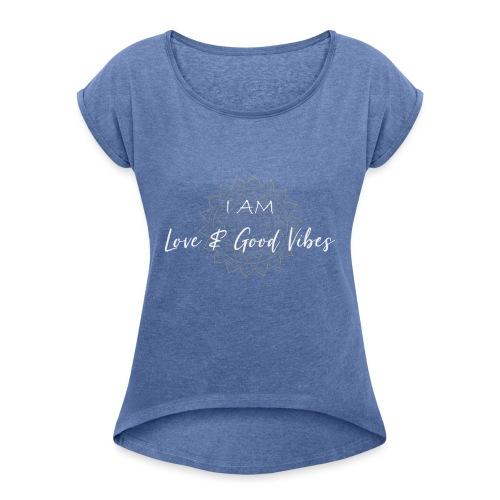 I am love and good vibes white gold - Frauen T-Shirt mit gerollten Ärmeln