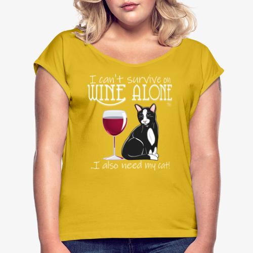 Wine Alone Cat II - Naisten T-paita, jossa rullatut hihat
