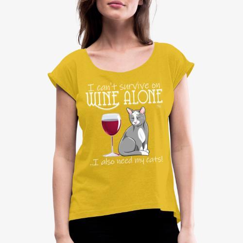 Wine Alone Cats - Naisten T-paita, jossa rullatut hihat
