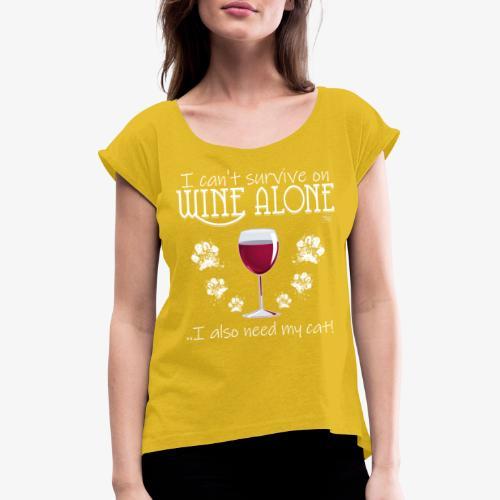 Wine Alone Cat III - Naisten T-paita, jossa rullatut hihat
