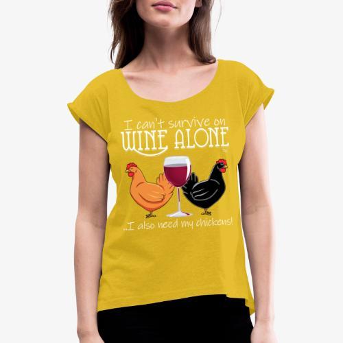 Wine Alone Chickens - Naisten T-paita, jossa rullatut hihat