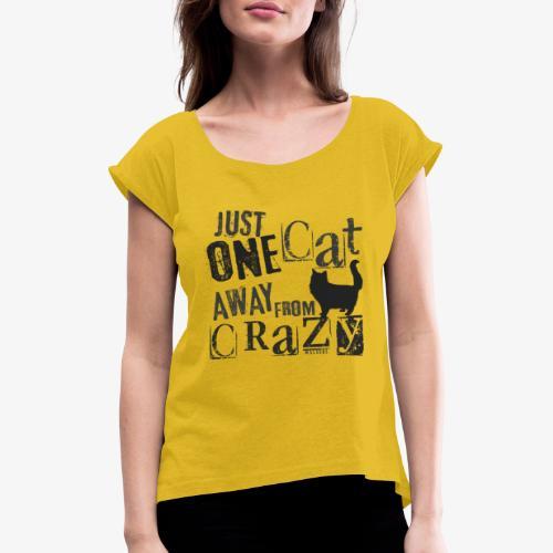 One Cat Away IV - Naisten T-paita, jossa rullatut hihat