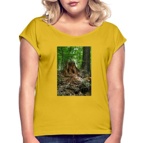 Strunk in Forest - Frauen T-Shirt mit gerollten Ärmeln