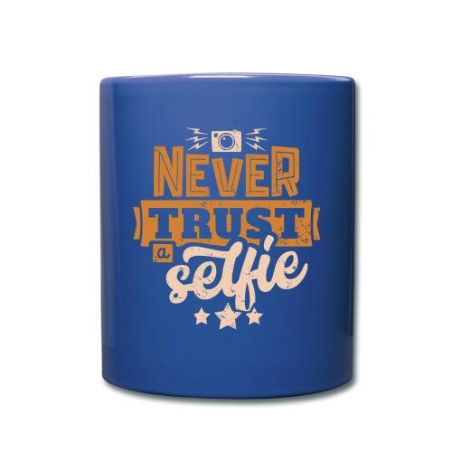 Never trust - Enfärgad mugg