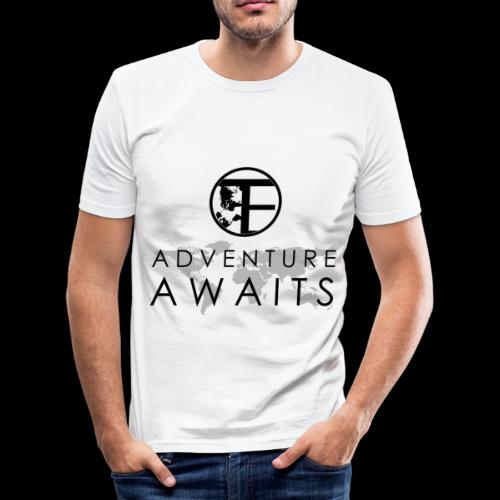 Travi's Edition / Adventure Awaits / Black - Männer Slim Fit T-Shirt