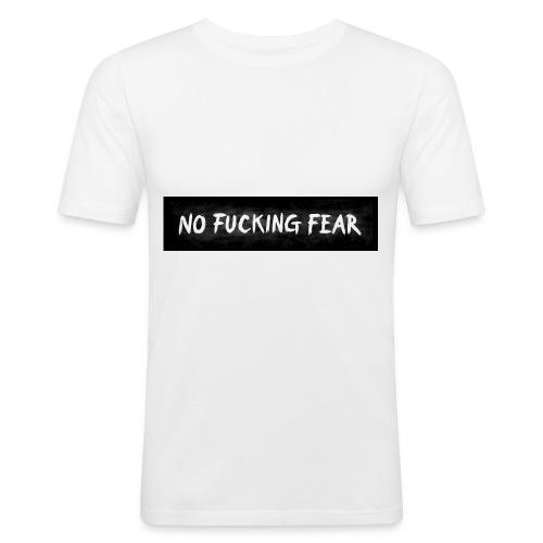 NO FUCKING FEAR Wide - Männer Slim Fit T-Shirt