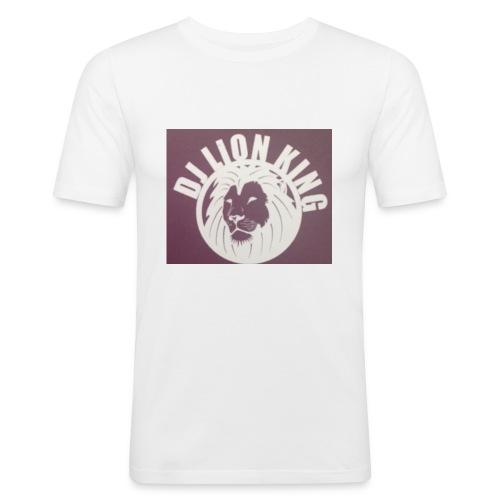 2B1D1E93 1FCE 4061 B078 C6ECC5E09C48 - Männer Slim Fit T-Shirt