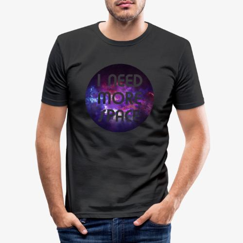 I need more Space - Männer Slim Fit T-Shirt