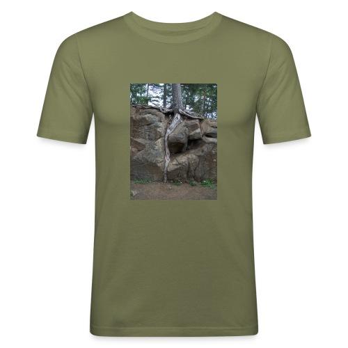 Juuret tukevasti maassa - Miesten tyköistuva t-paita