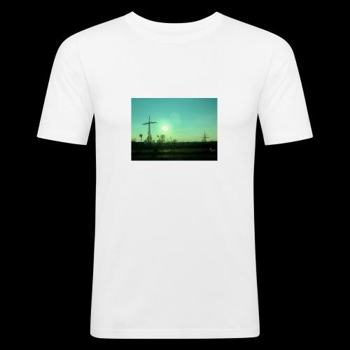 pollution - Mannen slim fit T-shirt