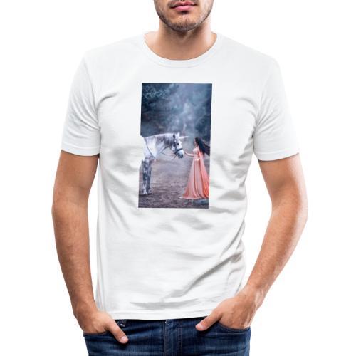 Unicornio con mujer bella - Camiseta ajustada hombre