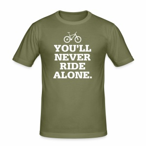 Never Ride Alone - Männer Slim Fit T-Shirt