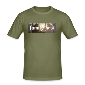 Family First Sunrise Box Logo - Männer Slim Fit T-Shirt