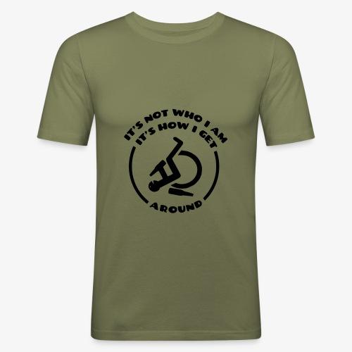 > Rolstoel is niet wie ik ben maar hoe ik beweeg - Mannen slim fit T-shirt