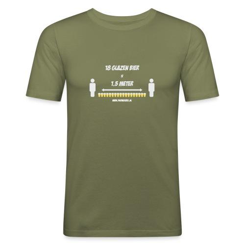 18 Glazen bier = 1,5 meter - Mannen slim fit T-shirt