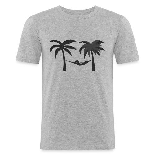 Hängematte mitzwischen Palmen - Männer Slim Fit T-Shirt