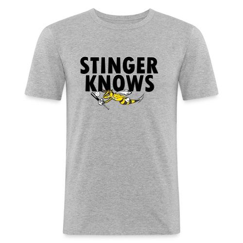 Stinger Knows blk Kopie png - Männer Slim Fit T-Shirt
