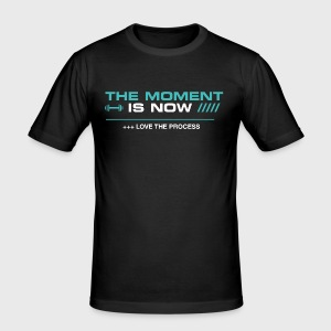 THE MOMENT IS NOW - Camiseta ajustada hombre