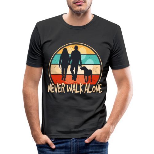 Hundehalter mit Hund Never Walk Alone - Männer Slim Fit T-Shirt