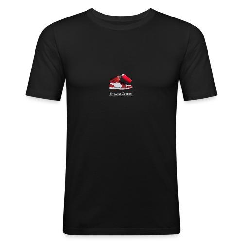 Sneaker Custom Logo /white text - Männer Slim Fit T-Shirt