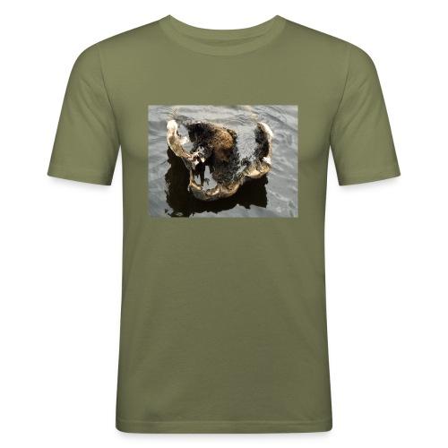 Tässä makaan ja muuta en voi - Miesten tyköistuva t-paita